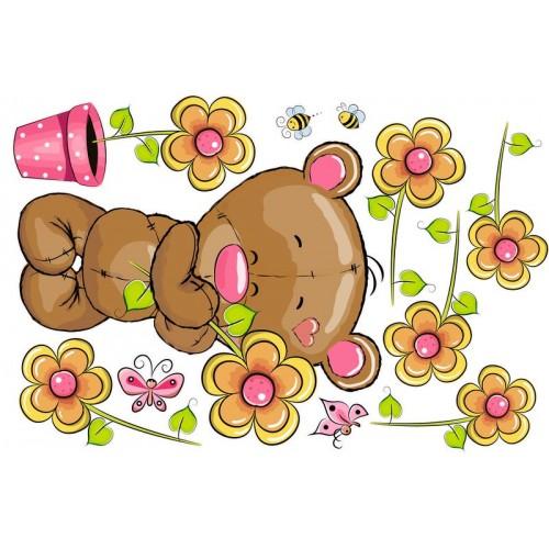 Maci virágokkal, kislány